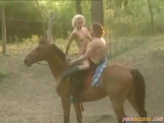 А вот и принц на коне - прокатил и поебал
