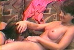 Симпатичные зрелые брюнетки лесбиянки