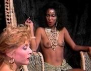 Чёрная принцесса дала лизать белой пленнице