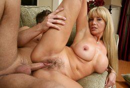 Оливия Пэрриш любит развлекаться с молодым членом