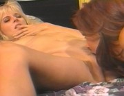 Рыжая девушка лижет пизду своей подружке блондинке