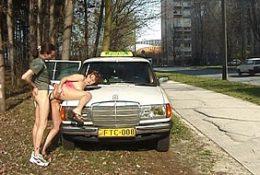 Вышли из такси и потрахались на улице города