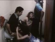 Групповуха в туалете